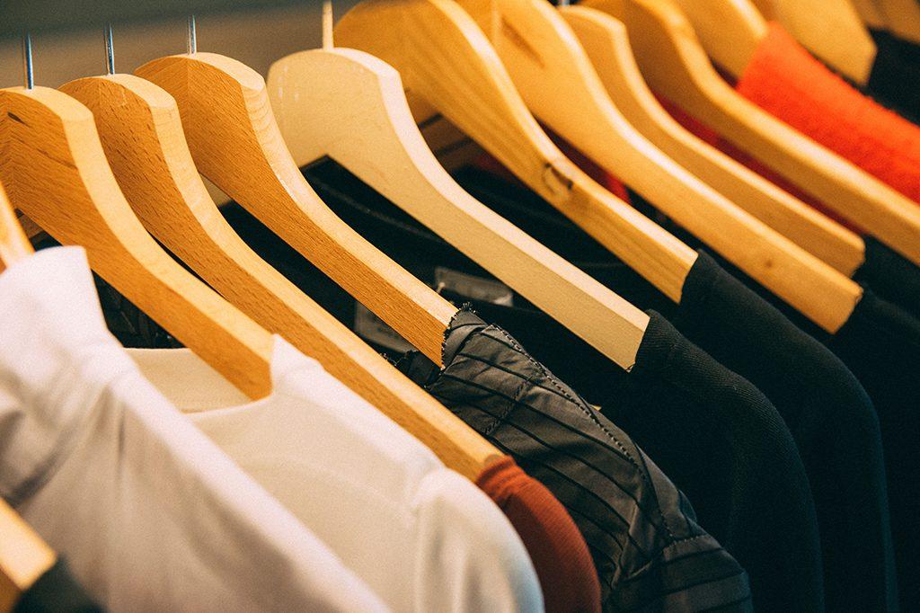 elimina-manchas-de-sudor-de-la-ropa-blanca-vinagre