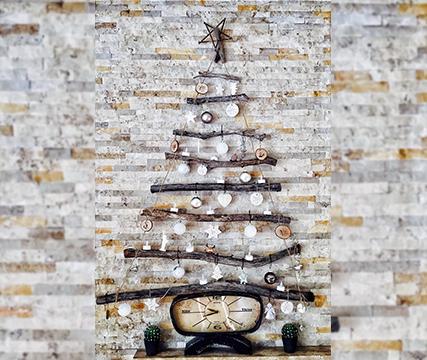 adornos-de-navidad-con-material-reciclable-arbol-ramas-objetos-creatividad