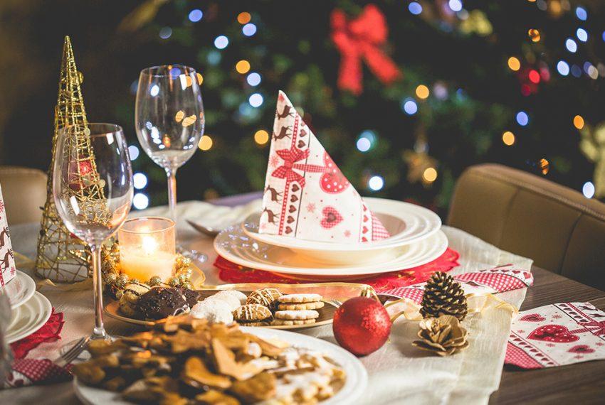 -navidena-planifica-hora-lugar-fecha-regalos-intercambio-bebidas-comida